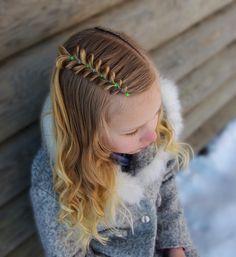 Side pull through braid and curls ❄️❄️❄️ The style is inspired by @tousledandtangledhair and @little_princess_hairstyle  . . . . . #braid #braids #braided #braiding #braidideas #braidsforgirls #flette #peinado #tresse #trenza #pelo #hair #hairdo #hairstyle #hairideas #hairinspo #hairofinstagram #hairoftheday #hår #frisyre #styling #curls #cghphotofeature