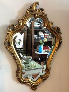 kultakehyksinen peili . 50x70cm