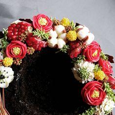 """11 To se mi líbí, 0 komentářů – Sladká Chaloupka (@sladka_chaloupka) na Instagramu: """"Camelia, craspedia, cotton flower,  anemone, scabiosa - to je nádherná předvánoční kombinace a…"""""""