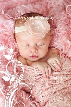 30 Adorable Newborn Babies' Photographs