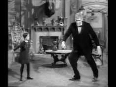 "The Addams Family Dance to The Ramones' ""Blitzkrieg Bop"" Lurch Addams Family, Die Addams Family, Adams Family, The Ramones Songs, Baile Country, Free The Universe, Boring People, The Munsters, Punisher"