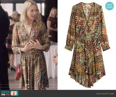 Jean's printed silk dress on Gypsy.  Outfit Details: https://wornontv.net/76600/ #Gypsy