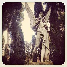 """Il Cimitero Acattolico a Ostiense-San Paolo merita una (rispettosa) visita per la sua Storia, per i monumenti funebri meravigliosi, per la memoria di chi vi """"riposa"""" e quel silenzio spirituale che vi si respira. Ph.: Guido Laudani"""
