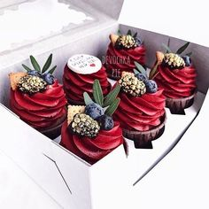 A Gift Set of Cupcakes Coffee Cupcakes, Fancy Cupcakes, Wedding Cakes With Cupcakes, Cupcake Cakes, Strawberry Desserts, Mini Desserts, Delicious Desserts, Cranberry Dessert, Beautiful Desserts