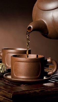Have a cup of coffee with me sweet sister! Brown Aesthetic, Aesthetic Colors, Autumn Aesthetic, Coffee Cafe, V60 Coffee, Chocolate Caliente, Tea Art, Mini Desserts, Brown Beige