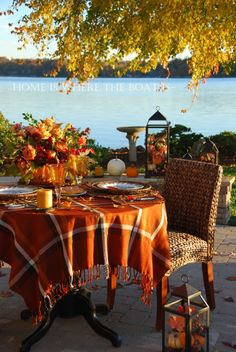 Great fall table al fresco Vibeke Design, Enchanted Home, Autumn Decorating, Fall Table, Thanksgiving Table, Thanksgiving Decorations, Thanksgiving Blessings, Christmas Tables, Fall Harvest