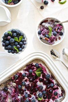 Blaubeersüssspeise mit Hafer und Kokosmilch – StockFood
