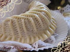 Recette marocaine - cornes de gazelle (15 moyennes - un peu trop de pâte) Middle Eastern Desserts, Cookie Desserts, Cocktails, Let Them Eat Cake, Yummy Cakes, Cookie Decorating, Caramel, Tart, Cheesecake