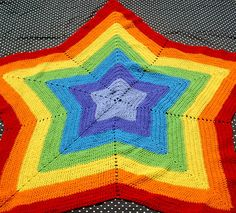 This is amazing and similar to an awesome blanket SIL knit for my daughter. Looks tough, but I want to try it.
