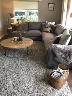 Absolutely Brilliant Ideas & Solutions for Your Small Living Room Room Room Ideas - Home Decor Design Ideas - Wohnen - Apartment Decor Elegant Living Room, Shabby Chic Living Room, Small Living Rooms, Home And Living, Modern Living, Living Room With Grey Walls, Brown Grey Living Room, Small Living Room Sectional, Decorating Small Living Room