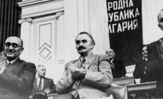 Георги Димитров при приемането на Конституцията от 1947 г.Georgi Dimitrov na Constituição de 1947.