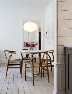 Carl Hansen CH24 Chairs (http://www.nest.co.uk/product/carl-hansen-ch24-wishbone-chair) and Muuto Fluid Pendant Light (http://www.nest.co.uk/product/muuto-fluid-pendant-light) via emmas designblogg