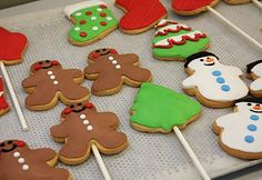 Hard to believe that Christmas is next week. Is it me or did it just feel like Thanksgiving was just yesterday? Christmas Sugar Cookies, Gingerbread Cookies, Lollipop Cookies, Holiday News, Lollipops, Christmas Ideas, Thanksgiving, Yummy Food, Holidays