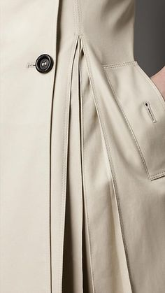 pleated trench coat, details