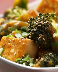 Chinese Takeout Style Tofu And Broccoli - Tofu Bowl Rezepte Vegan Recipes Videos, Vegan Dinner Recipes, Vegan Dinners, Vegan Recipes Easy, Lunches And Dinners, Veggie Recipes, Whole Food Recipes, Cooking Recipes, Asian Recipes