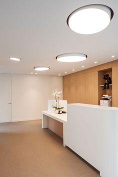 Het oogpunt. is een oogartsenpraktijk met appartement gelegen aan de Meensesteenweg te Roeselare. Deze eyecatcher valt op door haar sterke beeldwaarde met een heldere vormentaal, vloeiend lijnenspel …