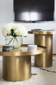 Interior mit Wow-Effekt! Weiße Hortensien kombiniert mit Gold und Marmorelementen. #tollwasblumenmachen