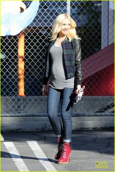 Gwen Stefani is so stylish with her Baby Bump! She looks so stunning to me - with being pregnant or without!