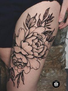 Tatouage réalisé chez @inkatattoolyon #peony #peonytattoo #pivoine #pivoinetattoo #inkatattoolyon #lyontattooshop #flowertattoo #floraltattoo #engravingtattoo #fineline Inka Tattoo, Photo And Video, Tattoos, Instagram, Peony, Tattoo Art, Tatuajes, Tattoo, Cuff Tattoo
