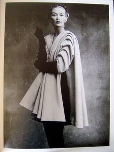 Christobal Balenciaga Manteau écharpe,Lisa Fonssagrives,I.Penn,1950