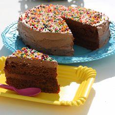 Gry´s Kjøkkenskriverier: Sjokoladekake med fargerikt strø