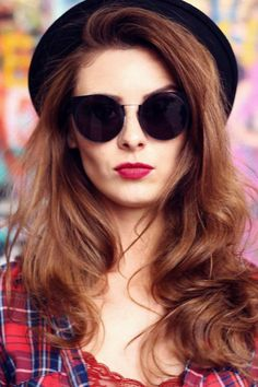 Účes a líčení na focení Round Sunglasses, Sunglasses Women, Modeling, Fashion, Moda, Fasion, Trendy Fashion, La Mode