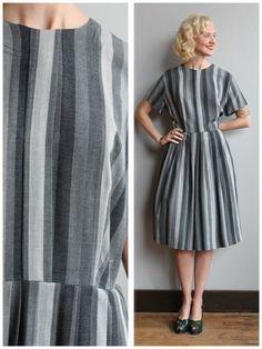 1950er Jahre Kleid / / Schattierungen von grau von dethrosevintage