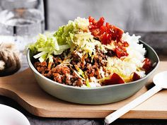 Our popular recipe for ready-made beef bowls and more than other free recipes at LECKER. Our popular recipe for ready-made beef bowls and more than other free recipes at LECKER. Beef Bowl Recipe, Taco Rice, Cooking Tips, Cooking Recipes, Nom Nom Paleo, Paleo Meal Plan, Food Bowl, Healthy Eating Tips, Paleo Recipes