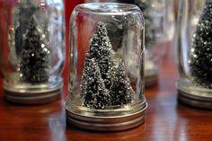 mason jar Christmas tree globes #masonjars #masonjarcraftslove