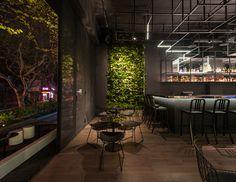 botanist alberto caiola  - Botanist: de meest futuristische én groene cocktailbar in Shanghai - Manify.nl