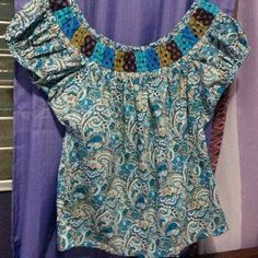 Camisola en tela con estampado de churuca mundillo ancho en cuatro tonos