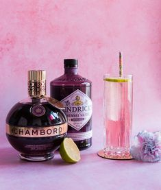 This Midsummer Gin Dream cocktail is an elevated version of the standard gin and tonic. Made with a floral gin, lime juice, and Chambord liqueur. Pink Gin Cocktails, Fancy Drinks, Bar Drinks, Summer Drinks, Alcoholic Drinks, Beverages, Bourbon Drinks, Gin Recipes, Gin Cocktail Recipes