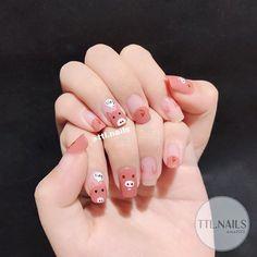 Vân đá vẫn luôn là một trong những hoạ tiết nails được ưa chuộng nhất 🖤 #ttlnails ----------------------------- Dịch vụ làm móng Fb:… Pig Nail Art, Pig Nails, Cute Nail Art, Cute Nails, Pretty Nails, Classy Nails, Stylish Nails, Simple Nails, Korean Nail Art