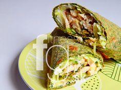 Plnený špenátový wrap kuracími prsiami a zeleninou.