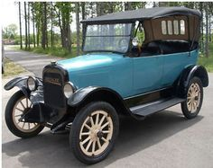 1918 Briscoe B4-24 Touring - Briscoes were made in Jackson, Michigan from 1914-1921. Benjamin Briscoe helped David Buick finance his first car in 1901. In 1904 he worked w/ Jonathan Maxwell to create the Maxwell-Briscoe automobile. After a time in France he came back to the U.S. and produced the Briscoe automobile. Early models had cyclops headlamps  and even paper mache' bodies! He tired of the auto business in 1921 and gave the company to Clarence Earl who changed the auto's name to Earl.