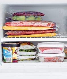 An at-a-glance guide for frozen food storage Freezer Burn, Freezer Cooking, Cooking Tips, Food Tips, Freezer Recipes, Food For Thought, Think Food, Food Storage, Freezer Storage