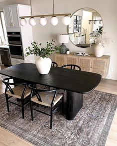 Black Dining Room Furniture, Gray Dining Chairs, Dining Table Legs, Dining Area, Home Furniture, Dining Rooms, Flat Interior, Interior Design, Dinner Room