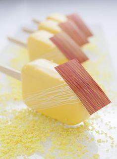 The perfect summer treat: Lemon Strawberry Basil Pop Pie Bakery, Bakery Cafe, Frozen Desserts, Frozen Treats, Posh Nosh, Modern Food, Sorbets, Molecular Gastronomy, Summer Treats
