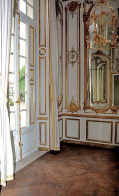 The Queen's bedroom in Versailles - gilted paneling