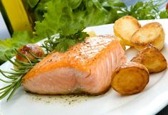 Healthy salmon filet and potatoes make a great dinner! Baked Salmon Recipes, Fish Recipes, Seafood Recipes, Great Recipes, Cooking Recipes, Favorite Recipes, Healthy Recipes, Healthy Dinners, Dinner Healthy