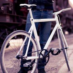 'Viktor' fixed gear bike / by Schindelhauer