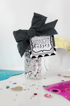 Free Printable Tags New Year's Eve Midnight Kisses.  Make these fun New Year's Eve Party favors with Hershey's Kisses and our free printable New Year's tags.  A great New Year's Eve Party idea.