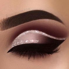 Delineated, smoky, colors, shapes and techniques to make up your eyes every time We propose ten eye makeup looks for different tastes and. Cute Makeup, Glam Makeup, Gorgeous Makeup, Pretty Makeup, Makeup Inspo, Eyeshadow Makeup, Makeup Inspiration, Hair Makeup, Eyeshadows