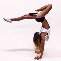 Ideas yoga fitness inspiration awesome for 2019 Yoga Positionen, Yoga Pilates, Pilates Workout, Yoga Handstand, Calisthenics Workout, Workout Tips, Workouts, Sport Fitness, Yoga Fitness