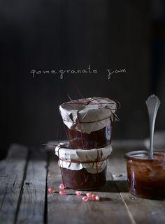 MERMELADA DE GRANADAS             ingredientes para 2 tarros :   400gr. de granadas(ya desgranadas)   160 de azúcar integral de caña   2 ...