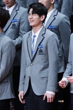 He pulls a cute face when he laughs Pop Crush, Ong Seung Woo, First Boyfriend, Dancing King, Produce 101 Season 2, Kim Jaehwan, Seong, Fine Men, Cute Faces
