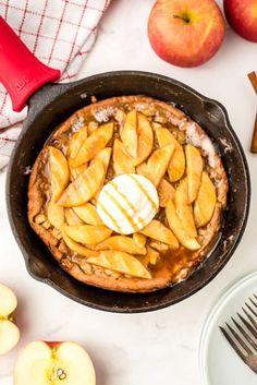 An easy apple caramel dutch baby pancake that is perfect for all your fall brunch and breakfasts. Pumpkin Waffles, Pumpkin Scones, Baked Pumpkin, Pumpkin Recipes, Sweet Breakfast, Breakfast Time, Breakfast Recipes, Breakfast Ideas, Apple Caramel