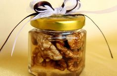 Mierea si nucile au efecte uluitoare asupra corpului, mai ales daca sunt consumate impreuna. Cand vine vorba de beneficiile lor pentru sa... Good To Know, Aloe Vera, Pickles, Health And Beauty, Cucumber, Mason Jars, Flora, Projects To Try, Health Fitness