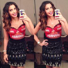 Camila Coutinho #camarotebrahmario DAY 02  abada @Carina_duek + saia @JouliK & beleza @aledesouza1970