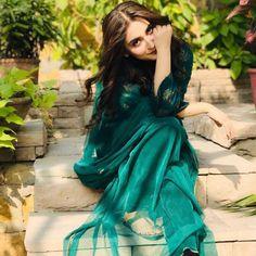 Pakistani Girl, Pakistani Actress, Pakistani Dresses, Girl Photo Poses, Girl Photography Poses, Yumna Zaidi, Punjabi Fashion, Pakistan Fashion, Indian Designer Outfits